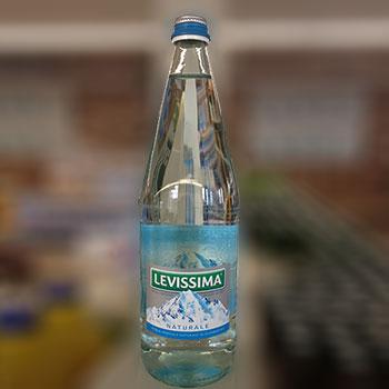 Acqua in bottiglia di vetro consegna a domicilio